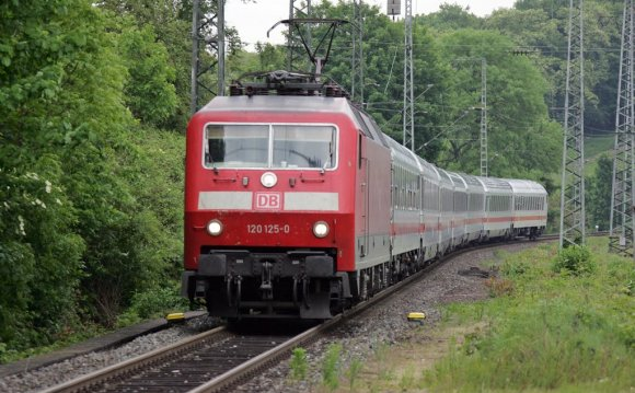 120 125 on train IC2011